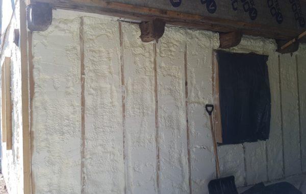 Sienų šiltinimas putų poliuretanu