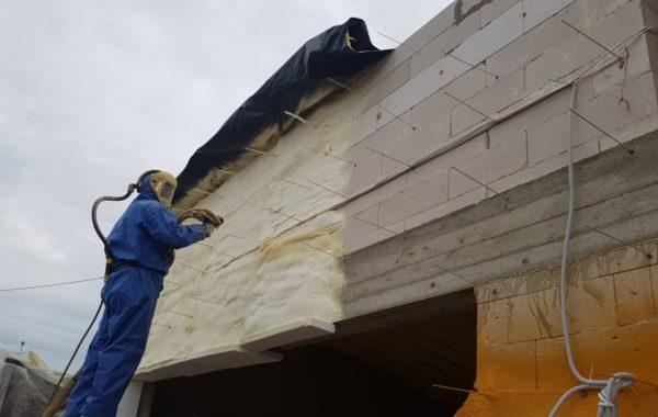 Garažų šiltinimas putų poliuretanu