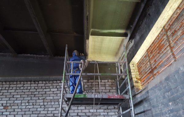 Ventiliuojamų fasadų šiltinimas poliuretanu