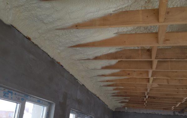 Termovata šiltinamas namo stogas