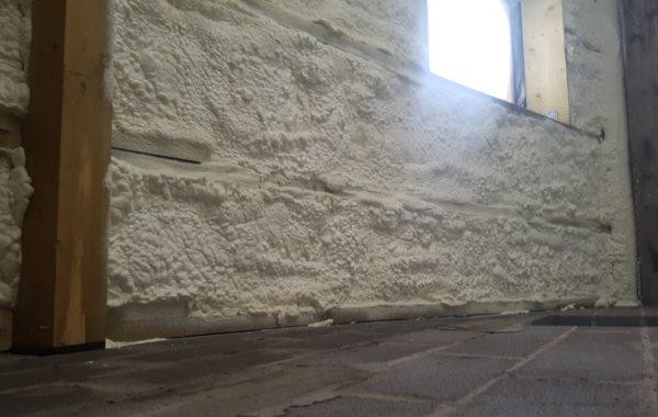 Namo sienų šiltinimas poliuretanu pigiau