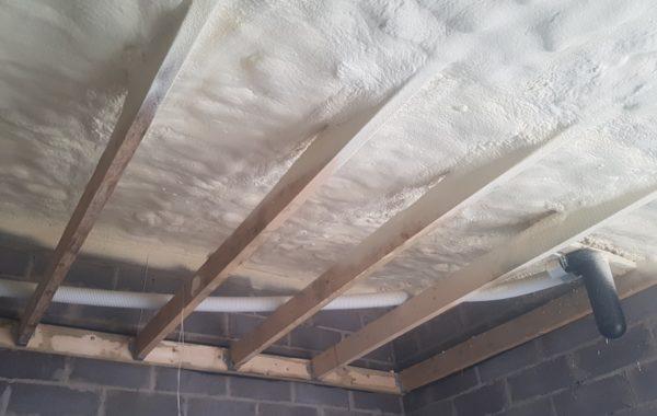 Putų poliuretanas - namo stogų šiltinimo medžiaga